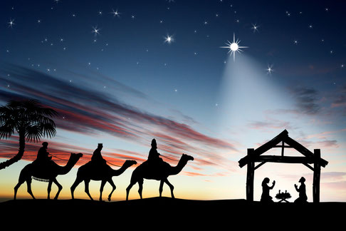 Traditionelle Darstellung der Ankunft der drei Weisen beim neugeborenen Jesuskind