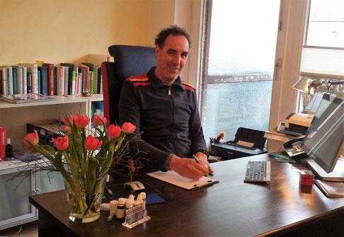 Dr. Marc Fiddike - Allgemeinmedizin - Hypnosetherapie - Klopftherapie - Portrait - Hamburg