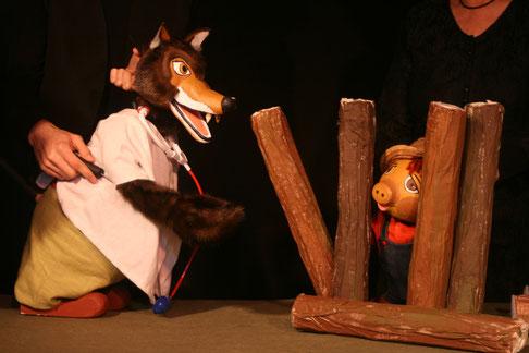 La Abuela chifloreta y los tres cerditos en el Segundo Festival de la Fantasía