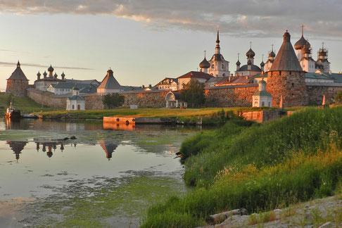 Sommerabend kurz vor Mitternacht am  Solowezki-Kloster