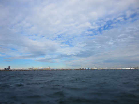 横浜の海。シーバスという遊覧を兼ねた船からの景色です。