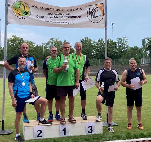 Phoenix 1  (links in blau: vorne Dr. Klaus Lutter, dahinter Udo Giehl) wurde bei den MS 4 Vizemeister im Team. Phoenix 2 belegte Rang 4 (rechts Uwe Luszick-Gahlen, auf dem Bild fehlt Reinhard Rhaue).
