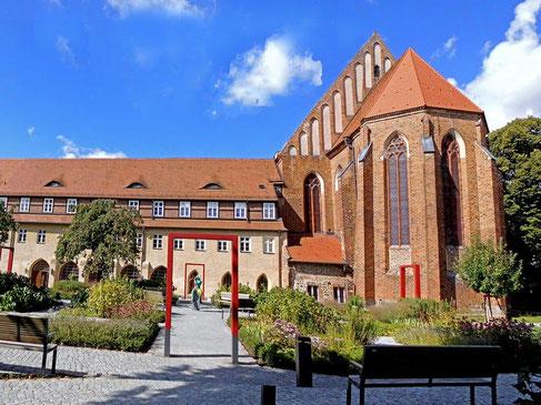Kloster Prenzlau mit neugestaltetem Klostergarten