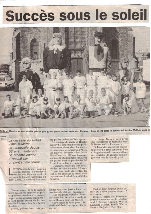 Les Géants et leurs porteurs après la célébration du mariage de Zante et Rinette à la Ducasse de Maffle 1999 (article du Courrier de l'Escaut)