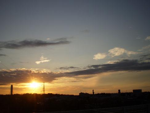 今日の屋上からの夕日。随分と日が短くなりました