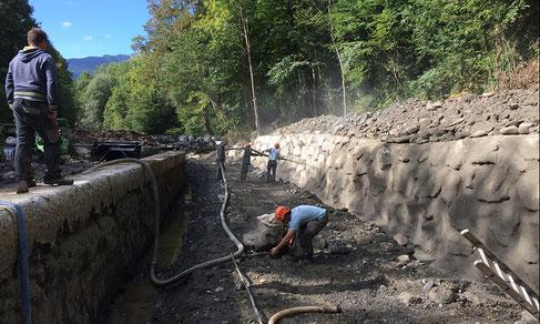 Mur en enrochements bétonnés - réparation des vannes en centrale hydroélectrique