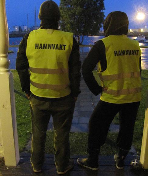 Hafenwache, natürlich im passenden Outfit!