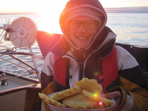 Myumm. Ananas. Die hat sich gut gehalten und macht uns große Freude!