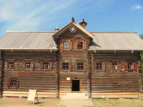 Pukhov Haus aus den 1830igern im Freilichtmuseum Malye Korely