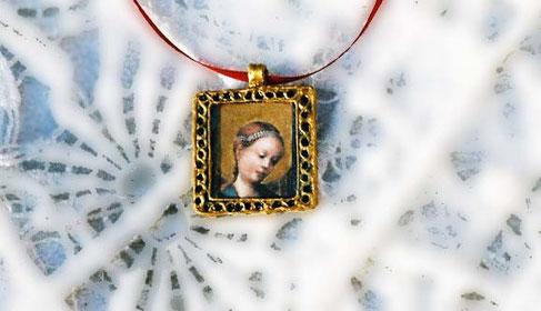AS 17 - Petit médaillon carré à la Vierge