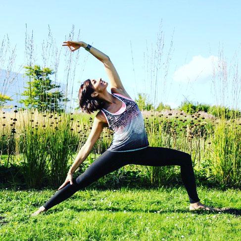 Yoga-Lehrerin und Dreifach-Mama Ayse Gündogdu-Aiser erzählt auf dem Yoga Mama Blog MOMazing von ihrer Yogapraxis als Mama.