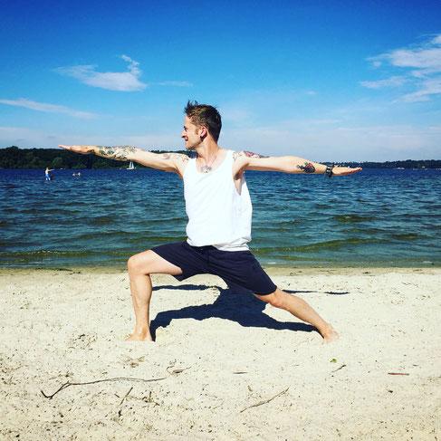 Yoga-Papa und Blogger Thomas Meinhof von Yogadude erzählt auf dem Yoga Mama Blog MOMazing, warum Yoga die beste Vorbereitung für die Rolle als Vater ist.
