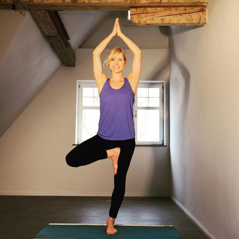 Yoga-Lehrerin, Dreifach-Mama, Coach und Bloggerin Silja Mahlow: Sie erzählt im Interview mit dem Mama Yoga Blog MOMazing, wie Yoga ihr Mamasein verändert hat.