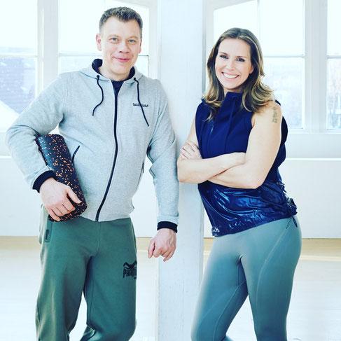 Mit 47 Jahren zum ersten Mal Eltern: Qbi und Dirk von Power Yoga Germany im Interview mit dem Mama Yoga Blog MOMazing.