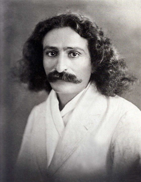 LP : 1929 - Meher Baba's portrait taken at Russell Studio, Bombay.