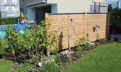 Sichtschutzwand der sichtschutz f r garten und terrasse lorandi gartengestaltung - Garten steinmauer gabione ...