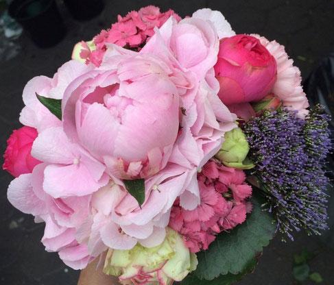 Kreativer Blumenstrauß, Brautstrauß.