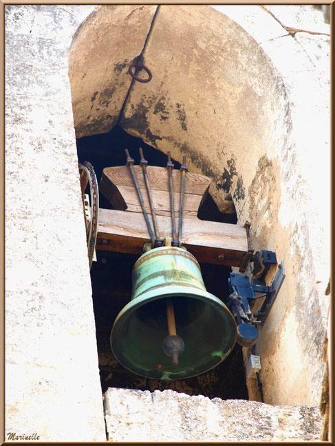 La cloche dans le clocher de l'église Saint-Vincent, Les Baux-de-Provence, Alpilles (13)