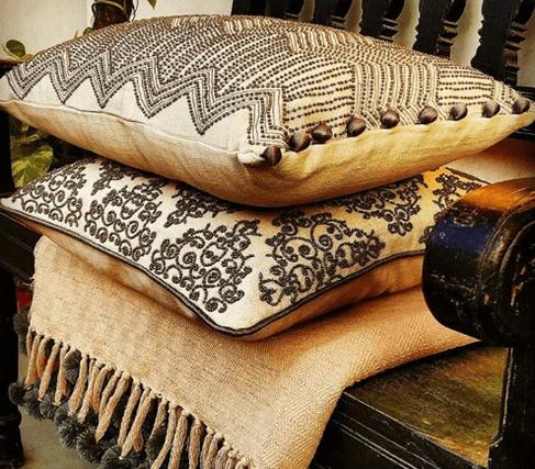Idée de décoration de l'intérieur de votre salon avec les coussins de la collection Condor