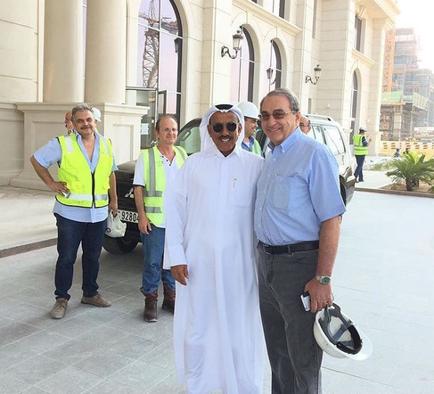 DEVANT LE ST REGIS AVEC KHALAF AL HABTOOR