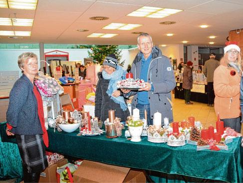 Auch in den Räumlichkeiten der Sparkasse findet der beliebte Weihnachtsmarkt mit weihnachtlichem Kunsthandwerk statt.