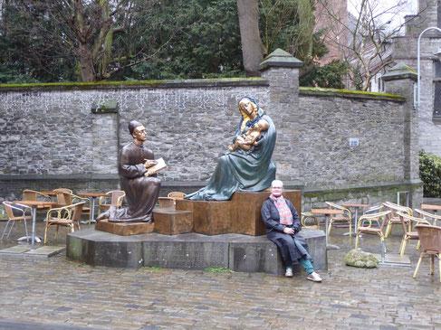 Tournai: Thea-Warrior, Lucas, Maria en Jezus op de Oude Aardewerkmarkt