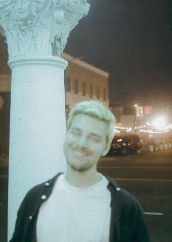 Portrait von Julian Kellner, Hochzeitsfotograf und authentisches Storytelling aus dem Raum NRW und Niedersachsen.