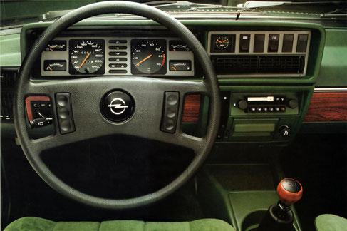 Radio Sebring Super Cassette Stereo mit Scheinenantenne sind Sonderausstattung