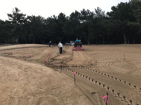 Green下層現況床砂の耕耘作業