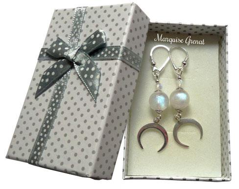 photo-dormeuses-argent-blanche-pierre-de-lune-dans-boite cadeau