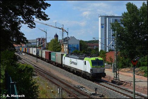 Auch Captrain mischt im Umleitergeschäft im Juli 2021 in Chemnitz mit. 193 786-1 zieht am 24. Juli 2021 einen Containerzug durch Chemnitz-Süd
