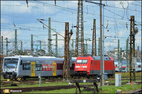 Ohne Werbung ruht die Lok am 7. August 2021 im Vorfeld des Leipziger Hbf.