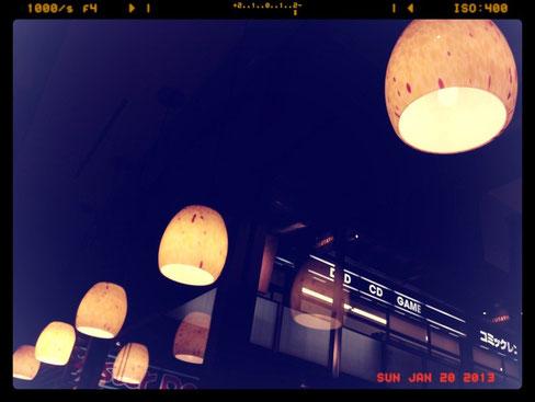 某カフェにて:白熱電球