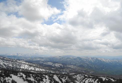 大深沢展望台より。標高1560m。山々の稜線が素晴らしい~!