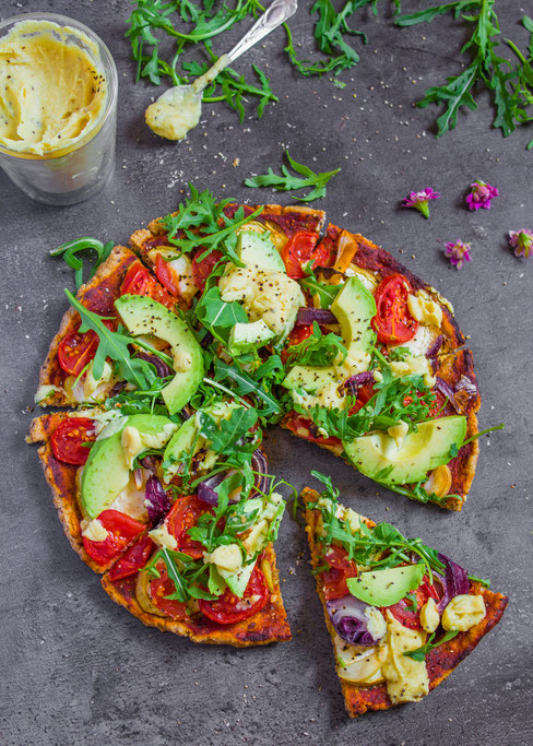 healthy pizza with veggies