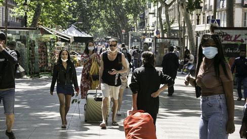 Начинают открываться отели Барселоны