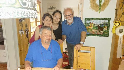 ポスドク時代を過ごしたスイス・ベルン大学のラボメンバーとひさしぶりに再会。一番左(男性)がThomas Armbruster教授、左から2番目女性がGeorgia Cametti博士、私、そして一番右が元研究室技官のVladimir Malogajski氏。