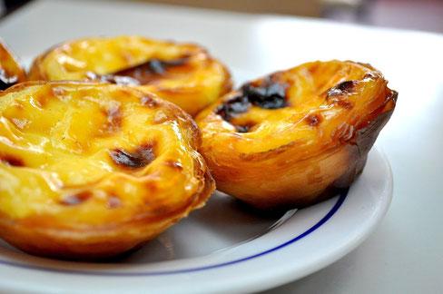 Patisserie à base de pâte feuilleté é de flan, servi tiède souvent saupoudré de canelle