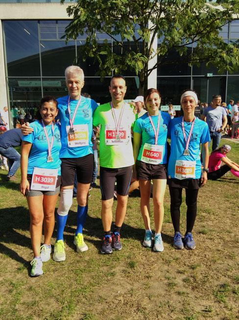 Glücklich bei tollem Wetter - unsere Läufer in Karlsruhe