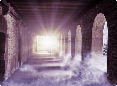 Seelenreisen in prägende Vorleben folgen den Spuren in die Vergangenheit.