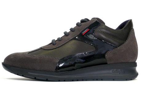 Zapato sport de mujer en ante gris, charol negro y piel gris de la marca callaghan, con cordones elásticos y suela con la tecnología xl extralight adaptlite. Máxima comodidad minimo peso.