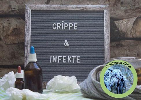 Frau mit Pferdeschwanz liegt auf einem rosa Kissen mit einer Tasse in der Hand.