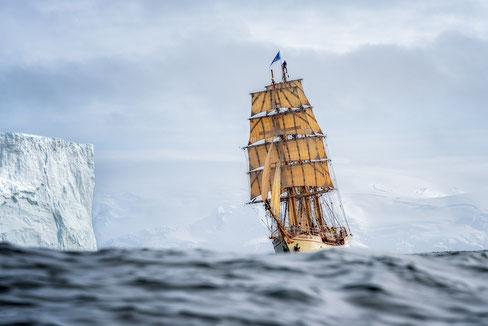 Gute Navigation schützt vor dem Zusammenprall mit dem Eisberg. Mit freundlicher Genehmigung  von Dawie Mal, www.dawiemalan.com/