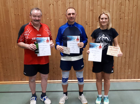 Die drei auf dem Treppchen des Brettl-Turnier 2018 der SG 03 Mitlechtern v.l.n.r:  Horst-Peter Knecht(2.), Wolfgang Blümle(1.) und Anna Schuhmann(3.)