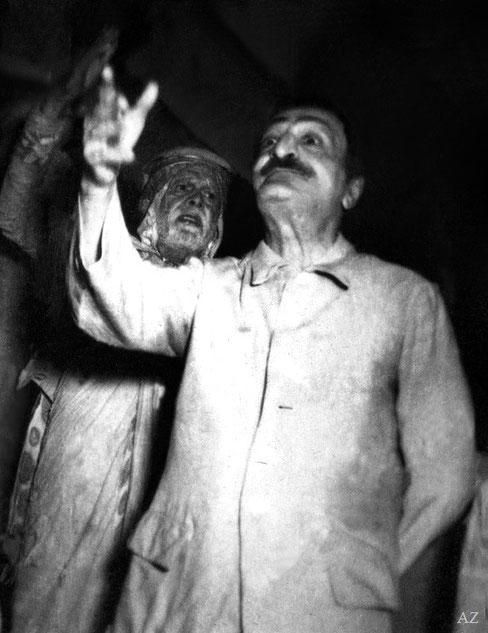 6th Nov. Saint Gadge Maharaj with Meher Baba at his Dharamshala in Pandharpur.