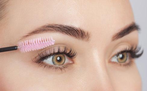 Weibliches Auge mit Wimpernverlaengerung Einzeltechnik