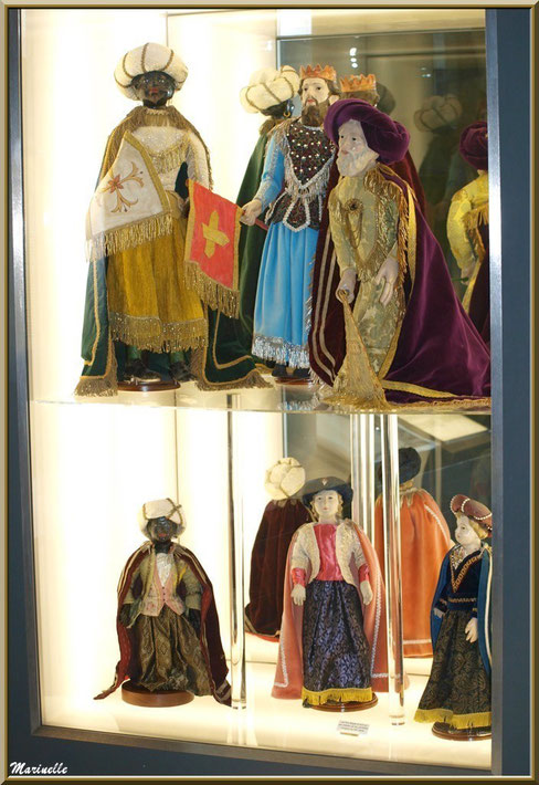 Musée des Santons, Baux-de-Provence, Apilles (13) : très vieux santons dont les Rois Mages