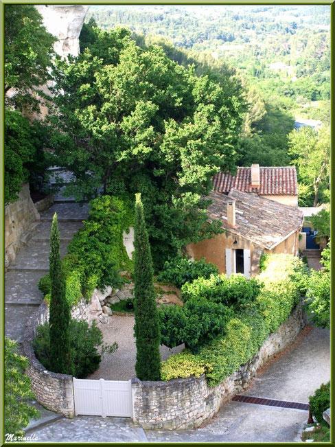 Verdoyance au détour des ruelles, Baux-de-Provence, Alpilles (13)