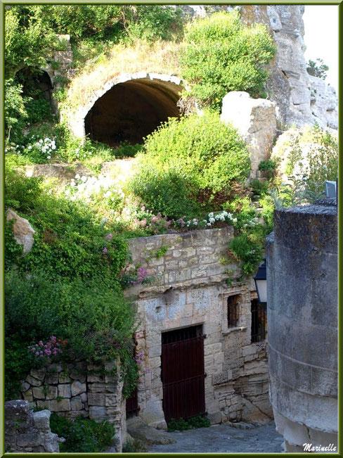 Fleurs, verdure et vieilles pierres, Baux-de-Provence, Alpilles (13)