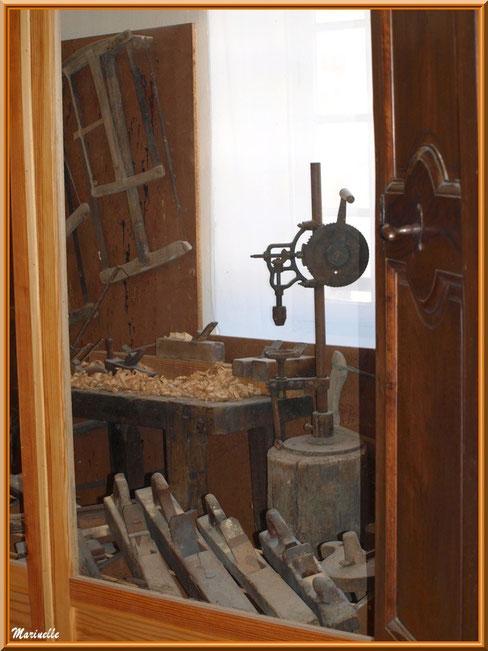Musée Marc Deydier, village de Cucuron, Lubéron (84) : atelier de meunuiserie ancien